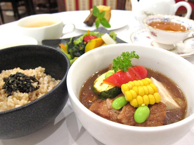 新潟市にいらしたら、人気の玄米ランチをどうぞ