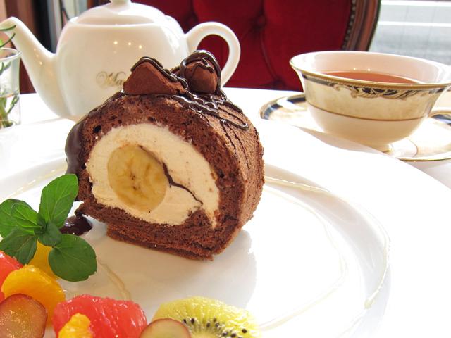 チョコバナナのロールケーキ